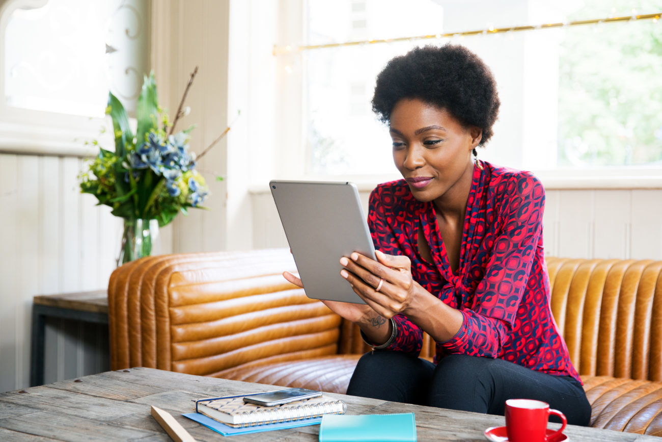 A women uses her tablet device to apply for a personal loan from Prosper.